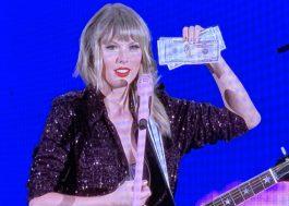 Durante show, Taylor Swift ganha dólares estampados com seu rosto e os guarda no sutiã