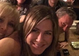 "Jennifer Aniston inaugura seu perfil no Instagram com foto do elenco de ""Friends"""