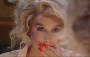 """Kesha libera teaser do clipe de """"Raising Hell"""", que chega amanhã (24)!"""