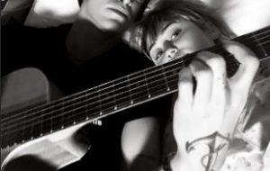 Miley Cyrus é internada e recebe visita romântica de Cody Simpson no hospital