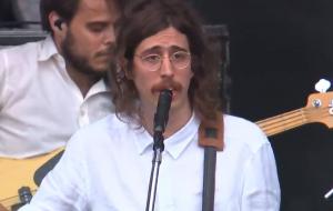 O Terno se junta à banda portuguesa Capitão Fausto em show intimista no Rock in Rio