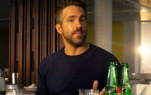 """Ryan Reynolds vive um vigilante no trailer tenso e cheio de ação de """"Esquadrão 6"""""""