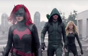 """Heróis estão reunidos em primeiras fotos da série """"Crise nas Infinitas Terras"""""""