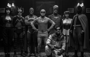 """""""Watchmen"""": HBO divulga foto oficial do grupo de aventureiros Minutemen"""