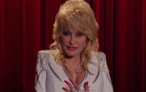 """Netflix divulga trailer de """"Tocando o Coração"""", série inspirada em músicas de Dolly Parton"""