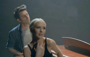 """Christina Aguilera repete parceria com A Great Big World e lança a emocionante """"Fall On Me"""""""