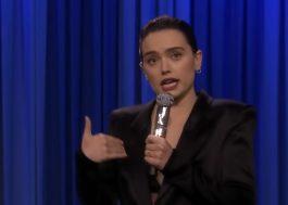 """Daisy Ridley faz resumo de """"Star Wars"""" em rap apresentado na TV americana"""