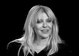 "Courtney Love lança single para a trilha de ""Os Órfãos""; vem ouvir a comovente ""Mother"""