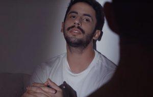 """Romero Ferro lança clipe poético para """"Verdadeiro Amor"""""""