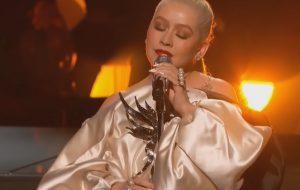 """Christina Aguilera e A Great Big World cantam """"Fall On Me"""" pela 1ª vez ao vivo durante AMAs"""