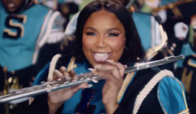 "Lizzo lança novo clipe de ""Good As Hell"""