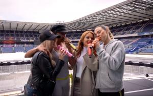 """Spice Girls divulgam vídeo mostrando os bastidores da turnê """"Spice World Tour"""""""