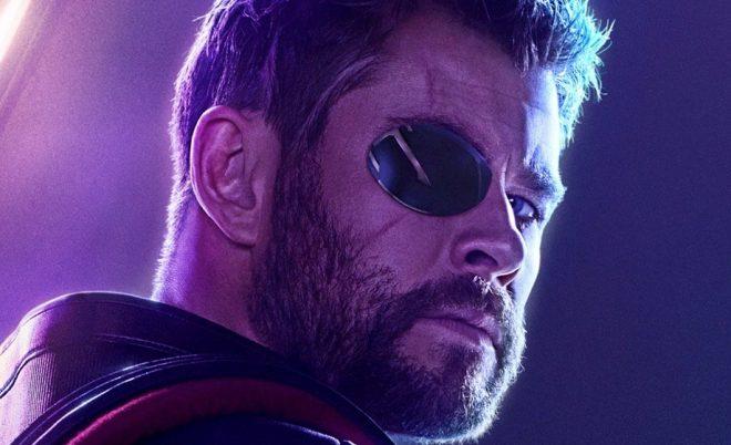 """Chris Hemsworth em pôster de """"Vingadores: Guerra Infinita"""" (Divulgação)"""