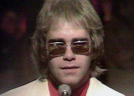 """Manuscritos originais de """"Your Song"""", de Elton John, são leiloados por quase R$ 1 milhão"""