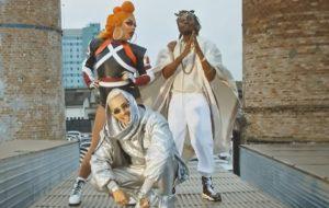 """Ruxell, Gloria Groove e Rincon Sapiência dançam muito no clipe de """"Paz, Amor e Grave"""""""