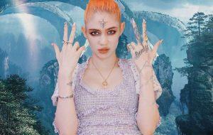 """Grimes lança """"4ÆM"""", música que estará na trilha-sonora de """"Cyberpunk 2077"""""""