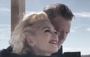 """Gwen Stefani e Blake Shelton estão bem apaixonados no clipe de """"Nobody But You"""""""