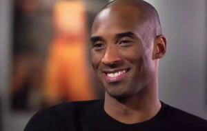 Kobe Bryant, ídolo da NBA e vencedor do Oscar, morre em acidente de helicóptero