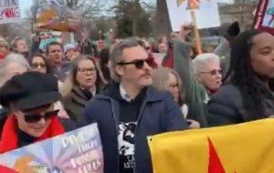 Joaquin Phoenix é detido em protesto organizado por Jane Fonda nos EUA