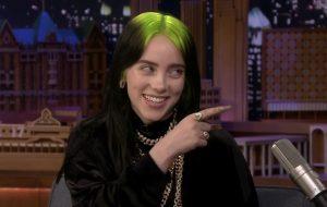 """Rumor: Billie Eilish pode cantar música tema de """"007 – Sem Tempo Para Morrer"""""""