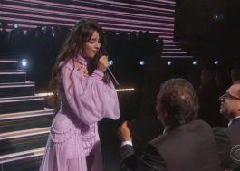 """Camila Cabello homenageia seu pai ao cantar """"First Man"""" no Grammy 2020"""
