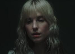 """Hayley Williams corre em floresta no clipe sombrio de """"Simmer"""", seu 1º single solo"""