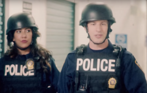 """Sétima temporada de """"Brooklyn Nine-Nine"""" ganha trailer inspirado em """"Esquadrão Classe A"""""""
