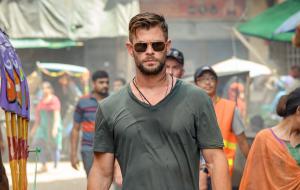"""""""Resgate"""", filme da Netflix com Chris Hemsworth, ganha primeiras imagens"""