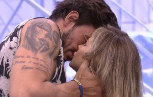 BBB20: Guilherme e Gabi se beijam pela 1ª vez; Felipe chama Gizelly de mentirosa