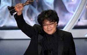 """""""Parasita"""" faz história e é o grande vencedor do Oscar 2020; saiba tudo o que rolou"""