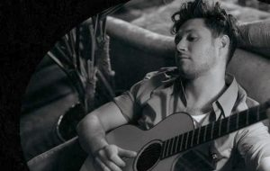 "Niall Horan divulga capa do single ""No Judgement"", que chega na sexta (7)!"