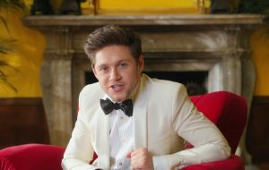 "Niall Horan lança clipe de ""No Judgement"" e anuncia o álbum ""Heartbreak Weather"""