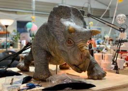 """Diretor de """"Jurassic World 3"""" divulga foto de bebê dinossauro do novo filme"""