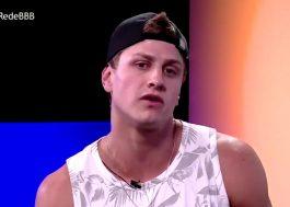 """Lucas fica envergonhado ao assistir vídeo com fala polêmica sobre Mari: """"Peço desculpas"""""""