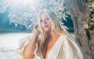 "Christina Aguilera conta que regravou a música ""Reflection"" para o live-action ""Mulan"""