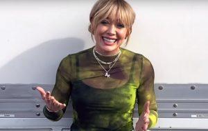 """Hilary Duff quer que revival de """"Lizzie McGuire"""" seja lançado pelo Hulu e não pelo Disney+"""