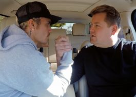 "Justin Bieber canta ""Smelly Cat"", de ""Friends"", e faz luta de braço com James no ""Carpool Karaoke"""