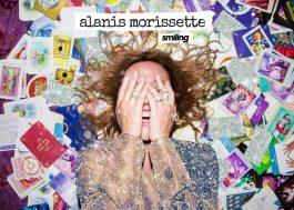 """Alanis Morissette lança mais um novo single; ouça a delicada """"Smiling"""""""