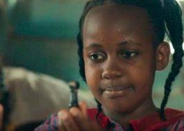 "Nikita Pearl Waligwa, atriz de ""Rainha de Katwe"", morre aos 15 anos"