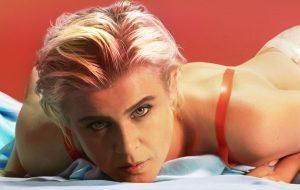 """Robyn lança remix de """"Send To Robin Immediately"""" para comemorar dois anos do álbum """"Honey"""""""