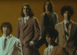"The Strokes são clonados no clipe retrô de ""Bad Decisions"""