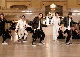 """BTS canta """"ON"""" em estação de metrô durante o programa do Jimmy Fallon; vem ver!"""