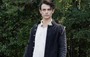 """Thomas Doherty, de """"The Legacies"""", é confirmado no elenco do reboot de """"Gossip Girl"""""""