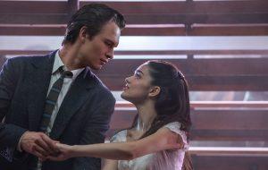 "Ansel Elgort e Rachel Zegler vivem romance em fotos do remake de ""Amor, Sublime Amor"""