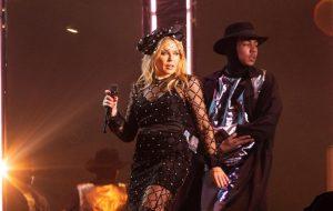 Kylie Minogue brilha e mostra conexão ímpar com fãs em show no Festival GRLS!
