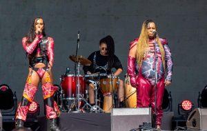Linn da Quebrada e Jup do Bairro fazem show político e imponente no Festival GRLS!