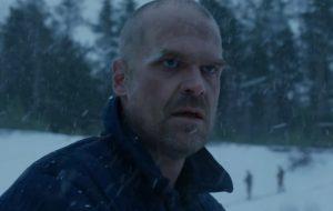 """David Harbour diz que 4ª temporada de """"Stranger Things"""" estrearia no início de 2021"""