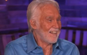Astro do country, Kenny Rogers, morre aos 81 anos