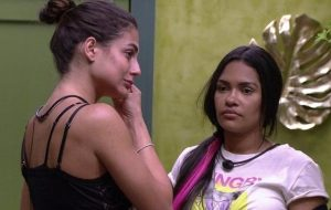 """Flayslane faz críticas a Mari e sister entra no quarto: """"Fala mais sobre mim"""""""