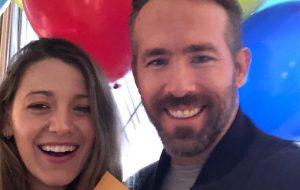 Blake Lively e Ryan Reynolds doam US$ 1 milhão para ONGs alimentícias em meio ao coronavírus